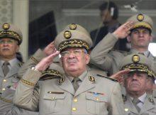 موند أفريك: قوي وغامض.. قايد صالح رجل المرحلة في الجزائر
