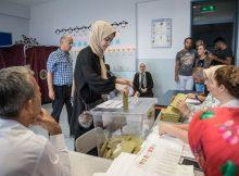 الأتراك يبدأون التصويت في الانتخابات المحلية
