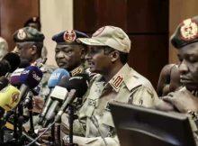 """السودان.. مستقبل البلاد بين """"مماطلة"""" المجلس العسكري وتعدد الرؤى"""