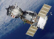 رائدا فضاء روسيان ينجزان مهمتهما في الفضاء المفتوح بنجاح